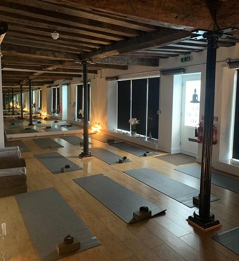 Estudio de yoga caliente calentado por Herschel